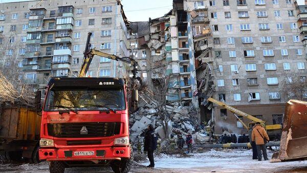 Спасиоци и ватрогасци на месту рушења зграде у Магнитогорску - Sputnik Србија