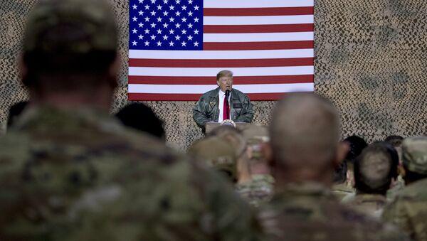Председник САД Доналд Трамп обраћа се војницима у војној бази у Ираку - Sputnik Србија
