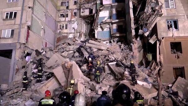 Спасиоци на месту рушења зграде у Магнитогорску - Sputnik Србија