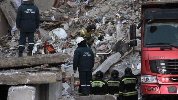 Спасиоци на месту урушавања зграде у Магнитогорску - Sputnik Србија