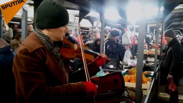 Violinista na pijaci na Vidikovcu - Sputnik Srbija