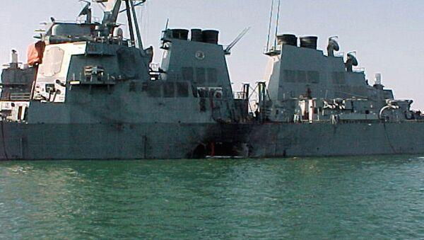 Američki razarač Kol nakon terorističkog napada u Jemenu - Sputnik Srbija