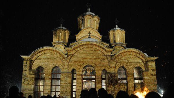 Верници испред манастира Грачаница - Sputnik Србија