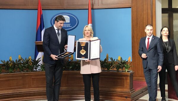 Predsednica RS Željka Cvijanović odlikovala je proslavljenog spsrkog košarkaša Dejana Bodirogu - Sputnik Srbija