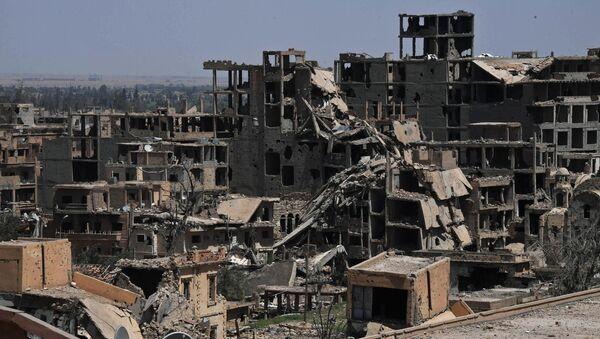 Уништене зграде у сиријском граду Дејр ел Зор - Sputnik Србија