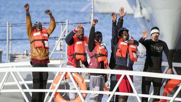 Migranti stižu u Italiju - Sputnik Srbija