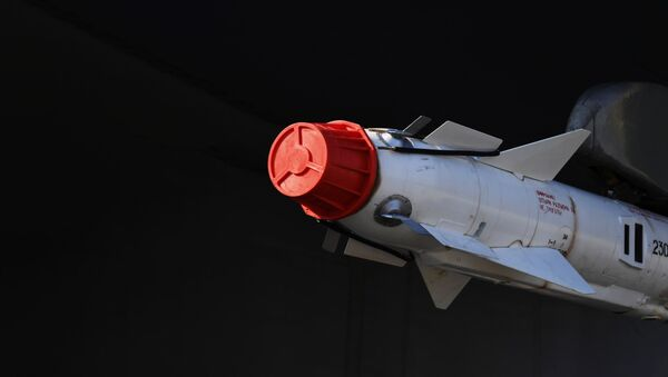 Ракета ваздух-ваздух Р-73, једна од наследница Р-27 - Sputnik Србија