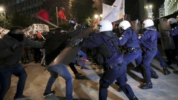 Сукоби демонстраната и полиције у Атини - Sputnik Србија