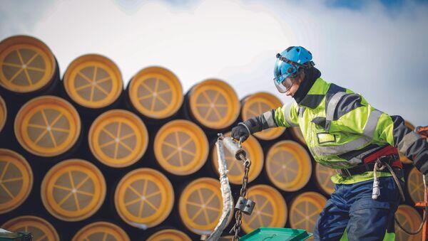 Допремање цеви за гасовод Северни ток 2 у финску луку Коверхар - Sputnik Србија
