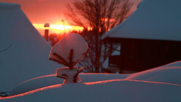 Залазак сунца над завејаним Дрвенградом за време 12. Кустендорфа - Sputnik Србија