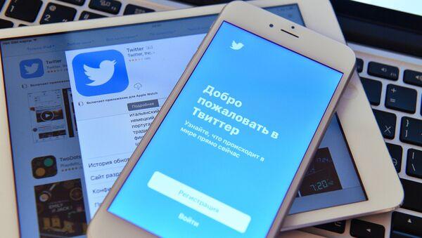 Ако користите бесплатан вај-фај хакери лако могу да завире у ваш телефон... - Sputnik Србија