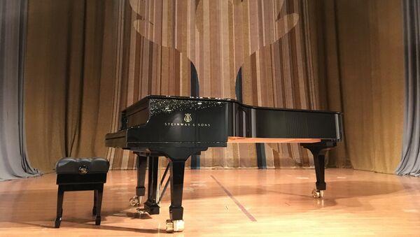 Концертни клавир поклон Руском дому - Sputnik Србија