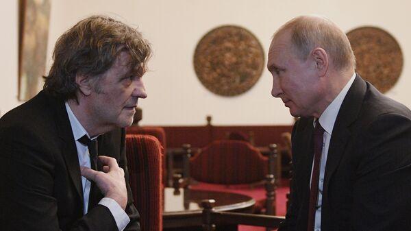 Ruski predsednik Vladimir Putin i proslavljeni srpski režiser Emir Kusturica u Beogradu - Sputnik Srbija