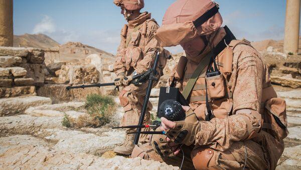 Ruski demineri tokom uklanjanja mina u Palmiri koriste nove robotičke komplekse - Sputnik Srbija