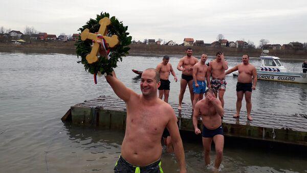 Plivanje za časni krst u RS - Sputnik Srbija