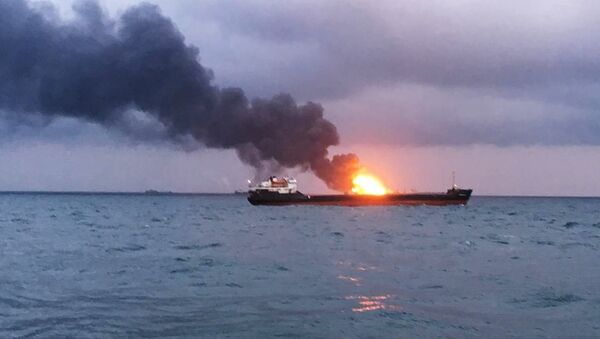 Požar na dva broda u Kerčkom moreuzu - Sputnik Srbija