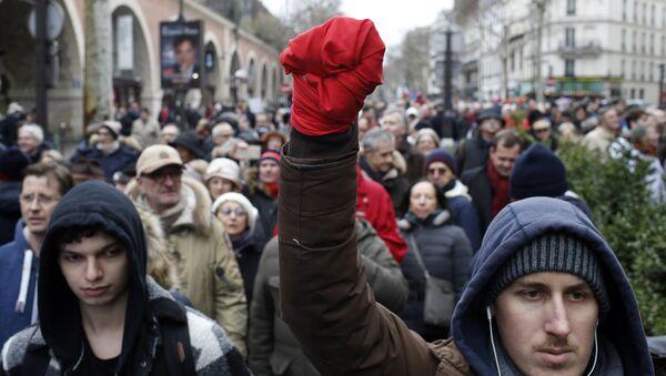 Protesti crvenih šalova - Sputnik Srbija