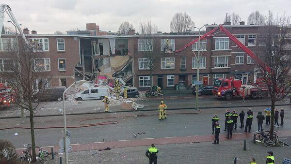 Део стамбене зграде у Хагу који се срушио после експлозије. - Sputnik Србија