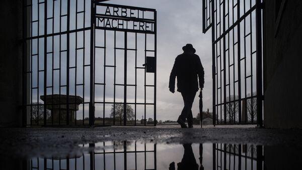 Kapija nacističkog logora Aušvic na Dan sećanja na Holokaust - Sputnik Srbija