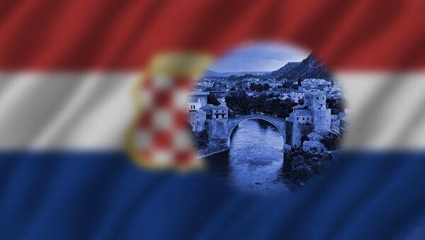Pogled na Mostar kroz zastavu tzv Herceg - Bosne - Sputnik Srbija
