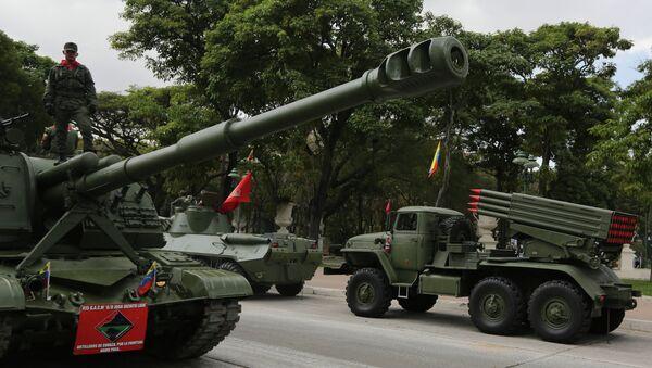 Војна парада поводом обележавања годишњице смрти бившег председника Венецуеле Уга Чавеса у Каракасу - Sputnik Србија