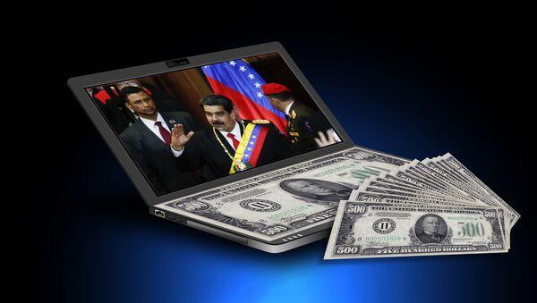 Pedsednik Venecuele Nikolas Maduro na ekranu laptopa - Sputnik Srbija