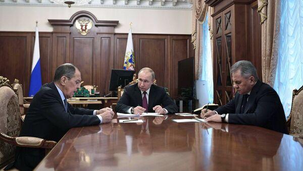 Vladimir Putin sa saradnicima - Sputnik Srbija