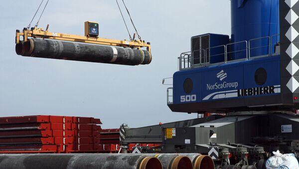 Dostavljanje cevi u luci Vizbi na ostrvu Gotland za postavljanje gasovoda po dnu Baltičkog mora u okviru realizacije projekta Severni tok - Sputnik Srbija