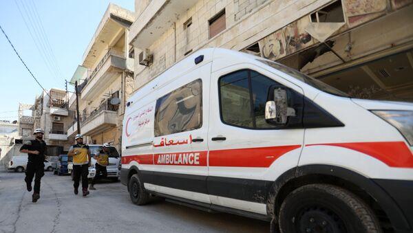 Припадници Белих шлемова поред возила хитне помоћи у сиријском Идлибу - Sputnik Србија