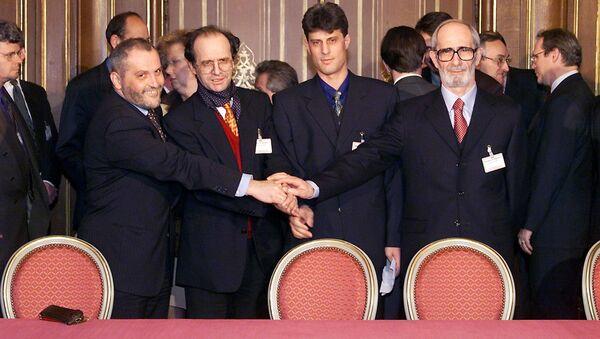 Delegacija kosovskih Albanaca na konferenciji u Rambujeu Veton Suroj, Ibrahim Rugova, Hašim Tači i Redžep Ćosja. - Sputnik Srbija