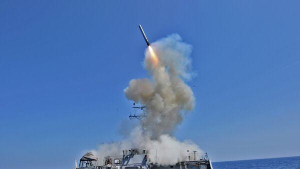 Lansiranje krstareće rakete tomahavk sa američkog razarača Beri - Sputnik Srbija