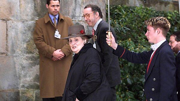 Američka državna sekretarka Medlin Olbrajt dolazi na pregovore u dvorac Rambuje 20. februara 1999. - Sputnik Srbija