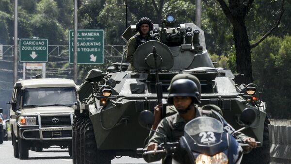 Oklopna vozila vojske Venecuele na auto-putu u Karakasu - Sputnik Srbija