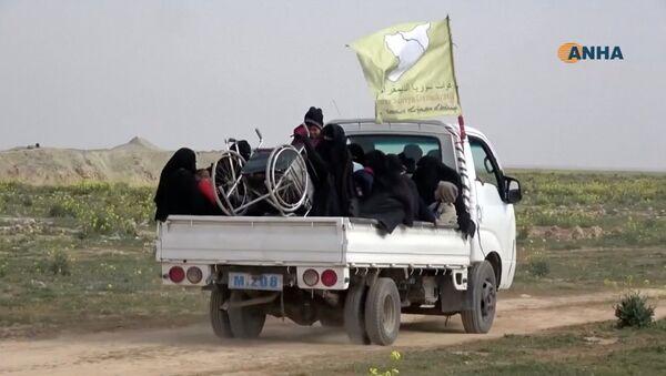Припадници Сиријских демократских снага у близини Багуза у сиријској провинцији Дејр ел Зор - Sputnik Србија