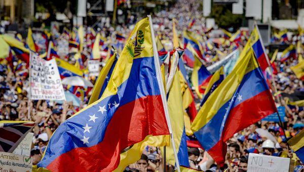 Митинг присталица опозиционог лидера Венецуеле Хуана Гваида у Каракасу - Sputnik Србија