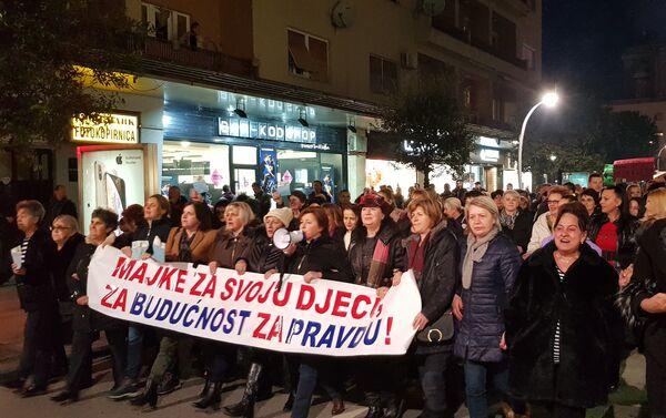 """Грађански протест у Подгорици под слоганом """"97.000 одупри се"""". - Sputnik Србија"""