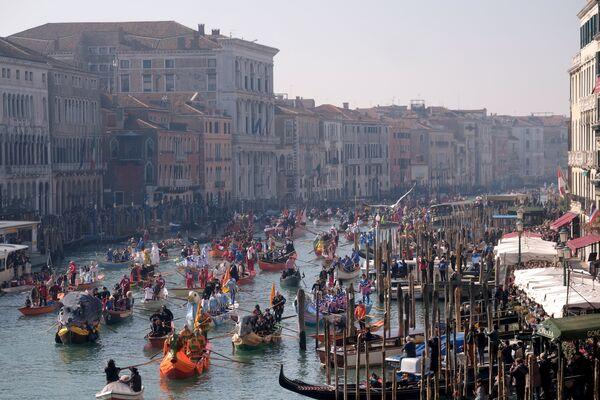 Церемонија почетка карневалске сезоне у Великом каналу у Венецији. - Sputnik Србија