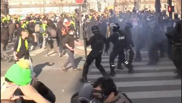Протести жутих прслука у Француској - Sputnik Србија