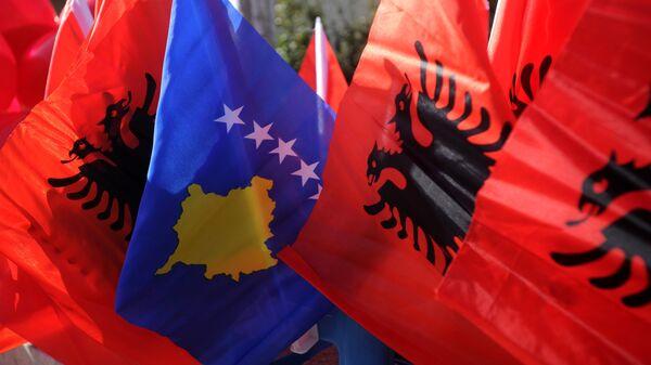 Zastave Albanije i Kosova - Sputnik Srbija
