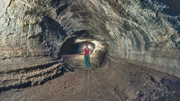Пећина Велентин у вулканској стени у Калифорнији - Sputnik Србија