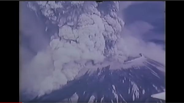 Вулкан прогутао цео град - Sputnik Србија