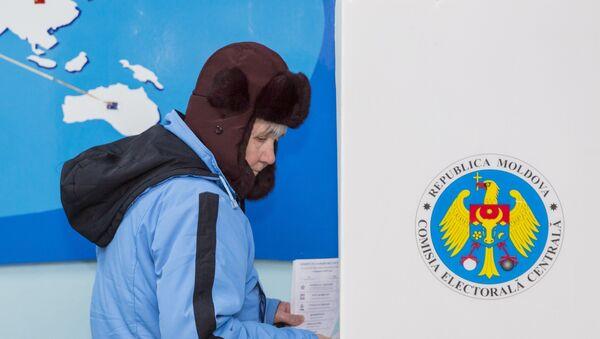 Žena glasa na parlamentarnim izborima u Moldaviji - Sputnik Srbija