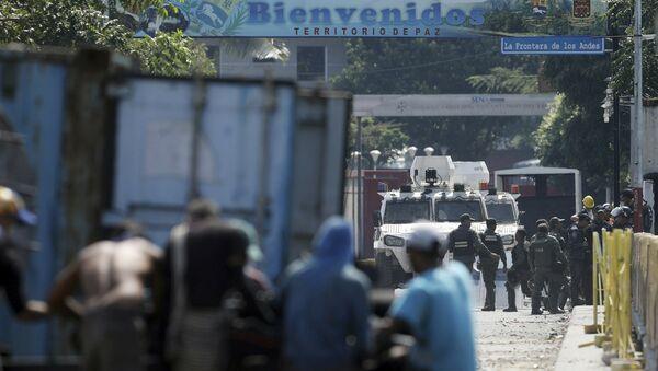 Поглед на Националну гарду Венецуеле на мосту Симон Боливар из Ла Параде у Колумбији - Sputnik Србија