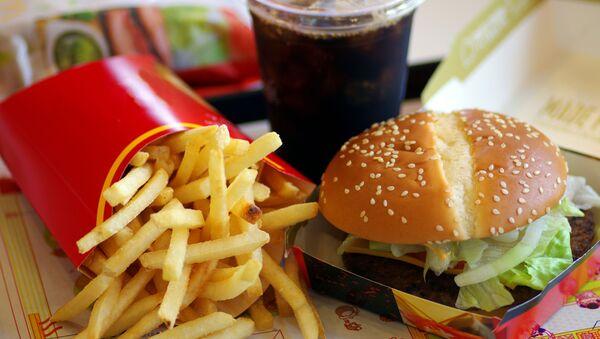 Помфри, хамбургер и кока-кола - Sputnik Србија