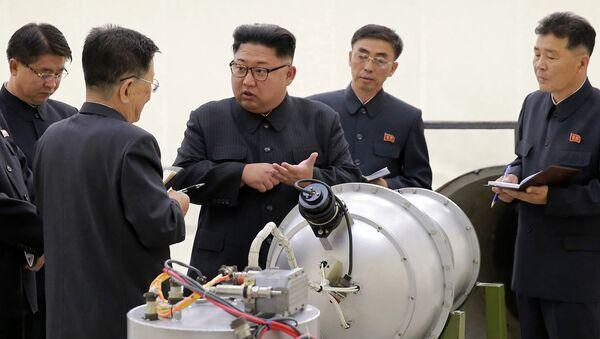 Севернокорејски лидер Ким Џонг Ун у посети тајној локацији за ракетне пробе - Sputnik Србија