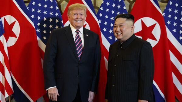 Donald Tramp i Kim Džong Un na sastanku u Vijetnamu - Sputnik Srbija