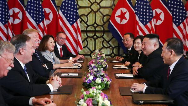 Lideri SAD i Severne Koreje, Donald Tramp i Kim Džong Una u vijetnamskom Hanoju - Sputnik Srbija