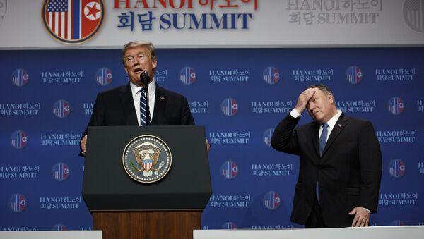 Доналд Трамп и Мајк Помпео - Sputnik Србија