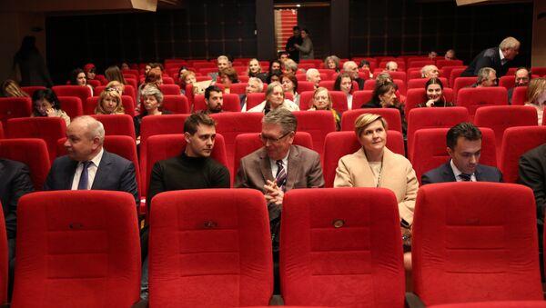 Miloš Biković i ambasador Rusije Aleksandar Čepurin na premijeri filma - Sputnik Srbija