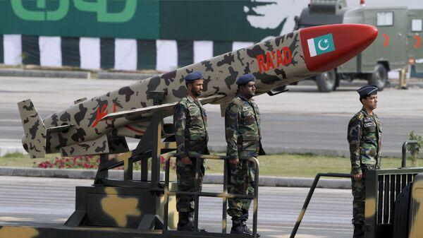 Пакистанска крстарећа ракета Раад на војној паради у Исламабаду - Sputnik Србија